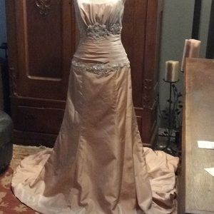 Beautiful & unique wedding/pageant gown- sz. 12+